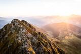 Sonnenaufgang am Berg im Sommer - 221852795