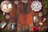weihnachtlich Dekoration mit Textfreiraum auf rustikalem Holzuntergrund