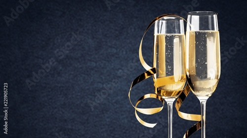 Leinwanddruck Bild Close up Champagne bubbles in glass on black background