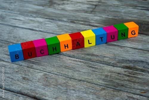 Farbige Holzwürfel mit Buchstaben auf dem das Wort Buchhaltung abgebildet ist, Abstrakte Illustration - 221930158