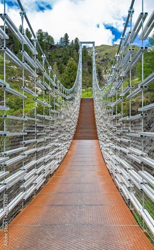 Hängebrücke über der Plimaschlucht im Martelltal, Südtirol