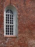 Backsteinfassade und ein Fenster - 221957999