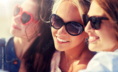 summer vacation, holidays, travel and people concept- group of smiling young women taking selfie on beach © Syda Productions
