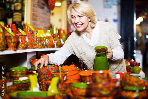Leinwanddruck Bild Woman posing with ceramic tableware