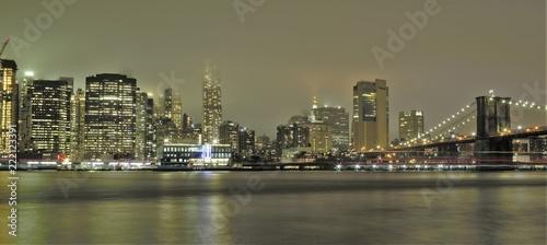 Foto Murales Manhattan e ponte di Brooklin di sera