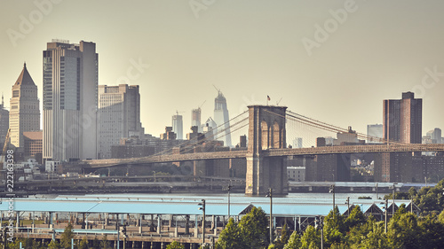 Foto Murales Retro stylized picture of the Brooklyn Bridge and Manhattan skyline, New York City, USA.