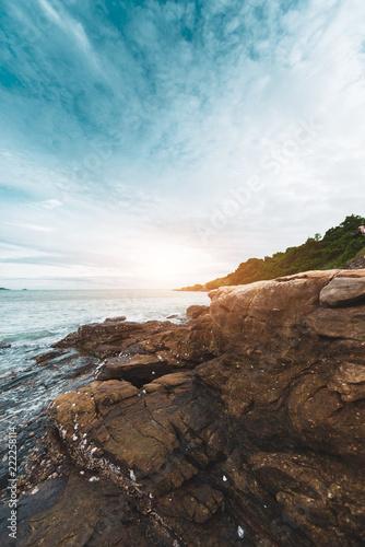 Foto Murales Rocky coast at Khao Laem Ya Mu Ko Samet National Park