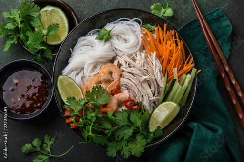 chicken and rice noodle bow - 222265589