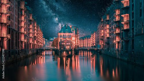 Leinwanddruck Bild Hamburg Wasserschloss mit Milchstraße zur Nacht