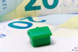 Zielony dom na banknocie 20 euro