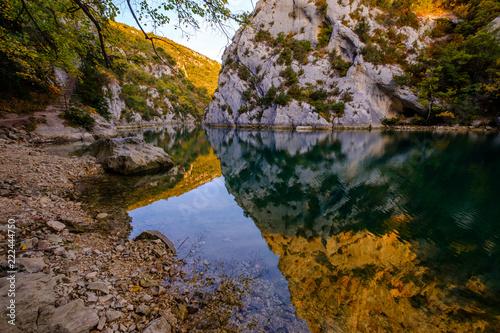 Low Gorges du Verdon jesienią. Quinson. Alpes de Haute Provence, Francja.
