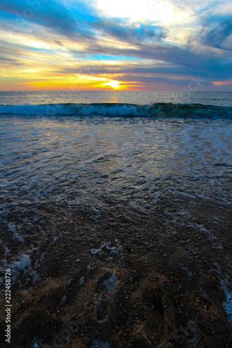 vagues au coucher de soleil des landes - 222458726