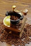 コーヒー豆とコーヒーミル - 222459569