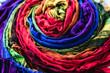 tecido colorido enrolado