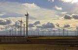 Campo de turbinas eólicas - 222615551