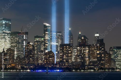 Foto Murales Tribute in Light Skyline Zoom Shot, Manhattan, New York City