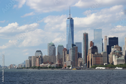 Foto Murales Manhattan cityscape on a cloudy day, New York City