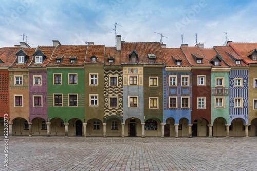 Poznański kolorowy budynek w starym centrum miasta, Polska