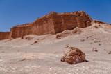 Vallée de la lune au Chili Désert d'Atacama paysage lunaire volcans - 222775176