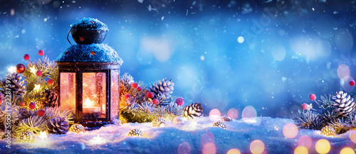 Leinwanddruck Bild Christmas Decoration - Lantern With Ornament On Snow