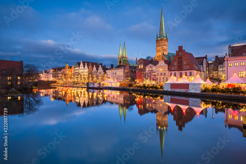 Leinwanddruck Bild Weihnachtsmarkt in Lubeck, Deutschland