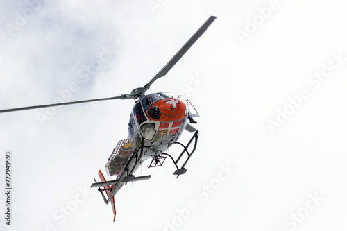 Fototapeta Volunteer Mountain Rescue Service in action
