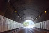 高速道路のトンネルの中 - 223124904