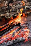 Brace Viva con le patate pronte ad essere cucinate nello sfondo - 223184578