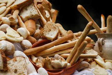 Vassoio di pane assortito con vari generi