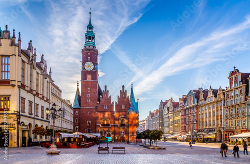 Fototapety, obrazy : Market Square with Town Hall in Wroclaw, Poland early in the morning. Colorful cities concept.