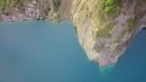 See im Steinbruch mit türkis klarem Wasser - 223314146