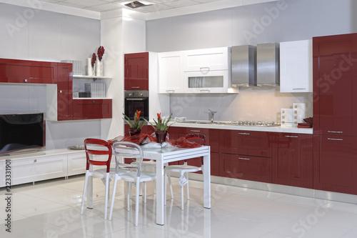 cucine moderne in un negozio di arredamento