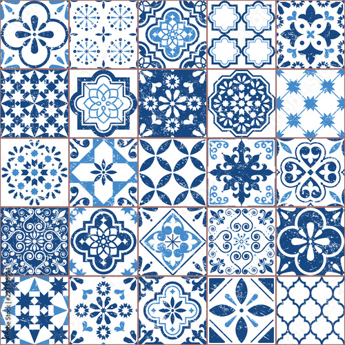 Vector Azulejo tile pattern, Portuguese or Spanish retro old tiles mosaic, Mediterranean seamless navy blue design © redkoala