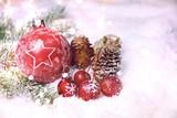 Weihnachtskugel im Schnee - Hintergrund Weihnachten
