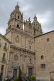 Torres de la iglesia de La clerecía y la casa de las conchas  en Salamanca - 223422353