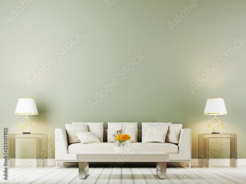 lampa stołowa powyżej beżowej sofy w wyrafinowanym wnętrzu salonu z bocznym stolikiem na tle pustej ściany.