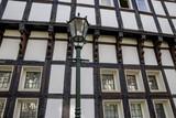Laterne mit Fachwerkhaus im Hintergrund in Deutschland / Hattingen - 223595338