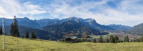 Panorama des Zugspitzmassivs im Sommer, Wank - 223647759