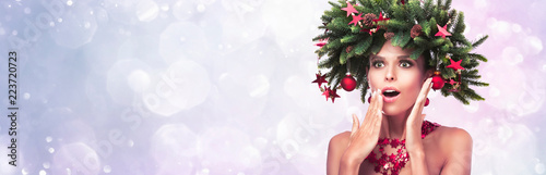 Leinwanddruck Bild Beauty Fashion Model Girl with Fir Branches Decoration. Winter Hairstyle and Make Up