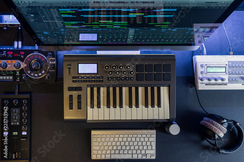 Flat top lay home music studio dj and producer equipment on the black table - 223753962