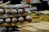 Pain au marché de Mont de Marsan - 223831520