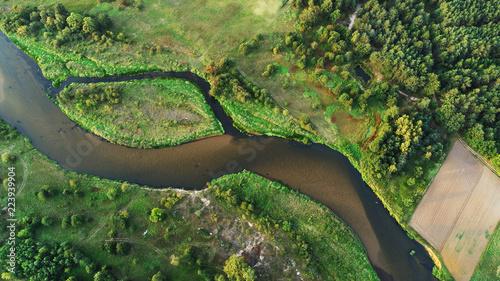 Naturalna rzeka od drona