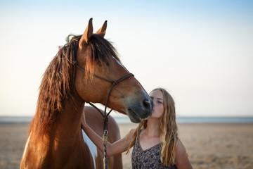 Mädchen mit Pferd am Strand © Nadine Haase