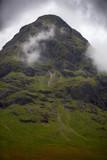 Montaña entre la niebla. Escocia. - 224069998