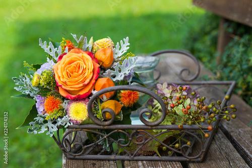 Farbenfroher Blumenstrauß mit Rose - 224174352