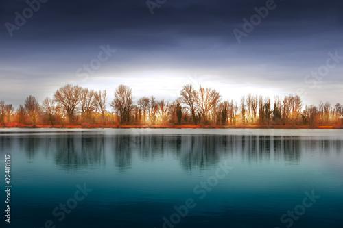 wiejski krajobraz jesienią