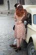 Quadro Amour amoureux paris couple rétro amant relation baiser pavé voiture France après guerre robe voiture