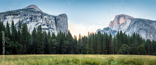 Yosemite Valley Nationalpark in den USA - 224350117