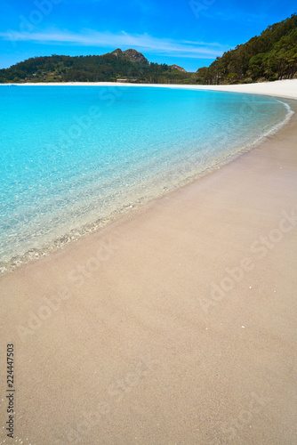 Leinwanddruck Bild Praia de Rodas beach in islas Cies island of Vigo