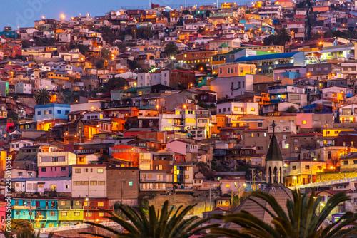 Leinwanddruck Bild Colorful houses illuminated at night on a hill of Valparaiso, Chile